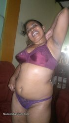 Hot Indian Aunty in Bra & Panty Showing her Boobs & Pussy