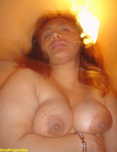 Pakistani Busty Aunty Noreen Big Boobs
