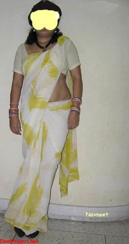 Hot Telugu Yellow Saree Aunty Bathing